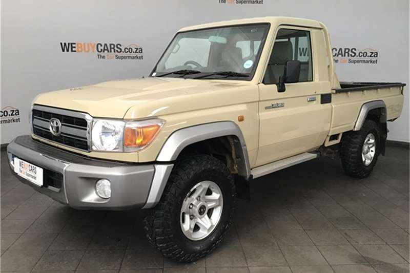 Toyota Land Cruiser 79 4.0 V6 2015