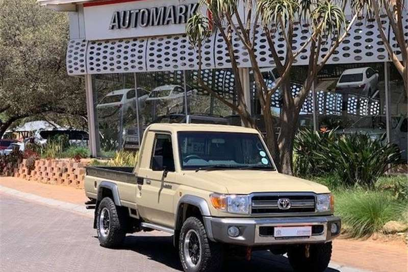Toyota Land Cruiser 79 4.0 V6 2017