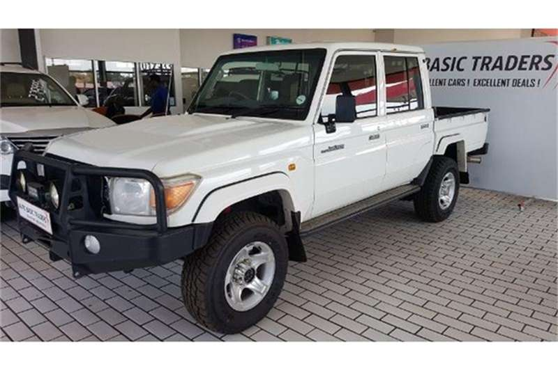 Toyota Land Cruiser 79 4.0 V6 double cab 2013