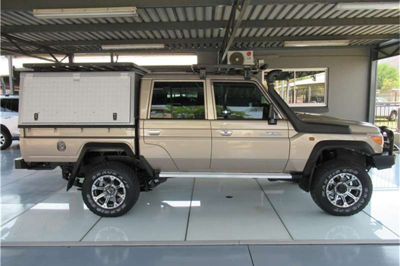 Toyota Land Cruiser 79 4.0 V6 double cab 2014