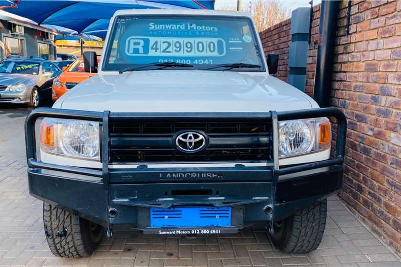 Toyota Land Cruiser 79 4.2D 2011