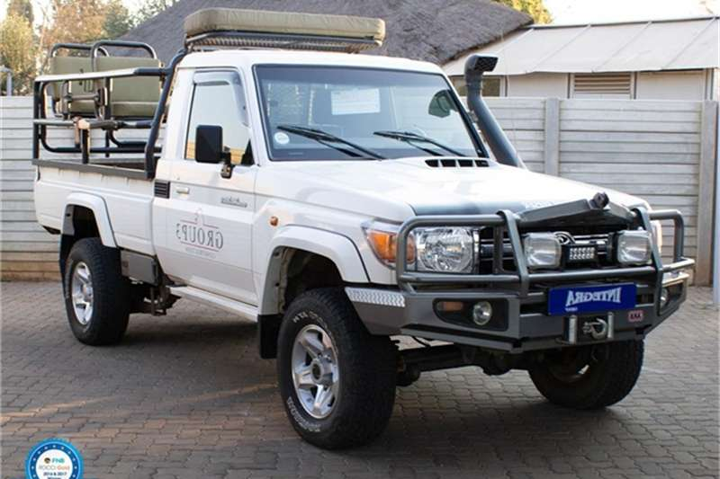 Toyota Land Cruiser 79 4.2D 2015