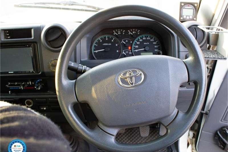 Toyota Land Cruiser 79 4.2D 2015