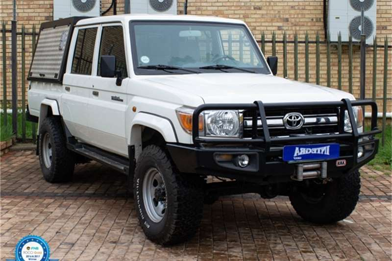 Toyota Land Cruiser 79 4.2D double cab 2014