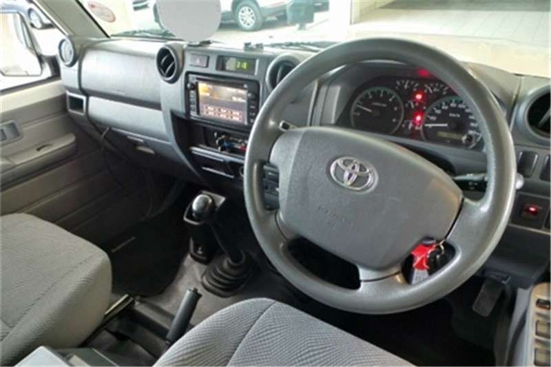 Toyota Land Cruiser 79 4.2D double cab 2015