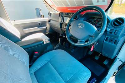 Toyota Land Cruiser 79 4.5D-4D LX V8 2013
