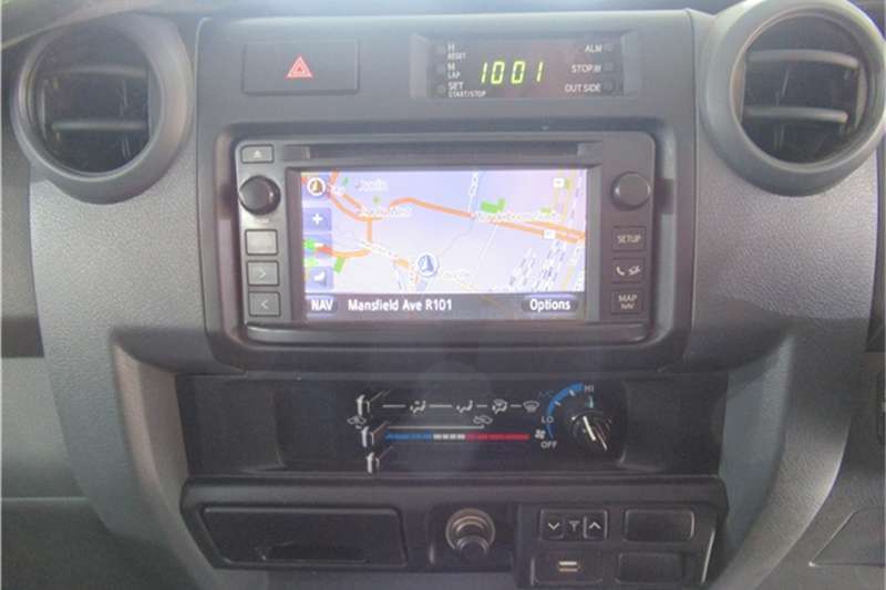 Toyota Land Cruiser 79 4.5D 4D LX V8 double cab 2015