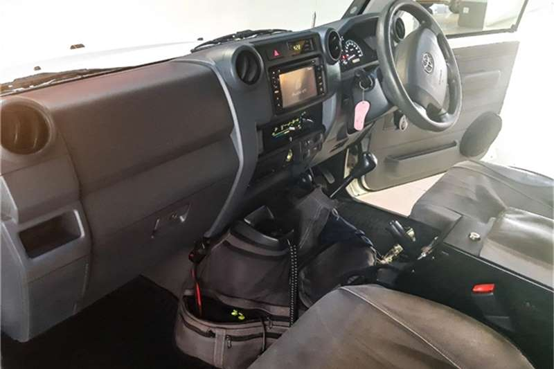 Toyota Land Cruiser 79 4.5D 4D LX V8 double cab 2016