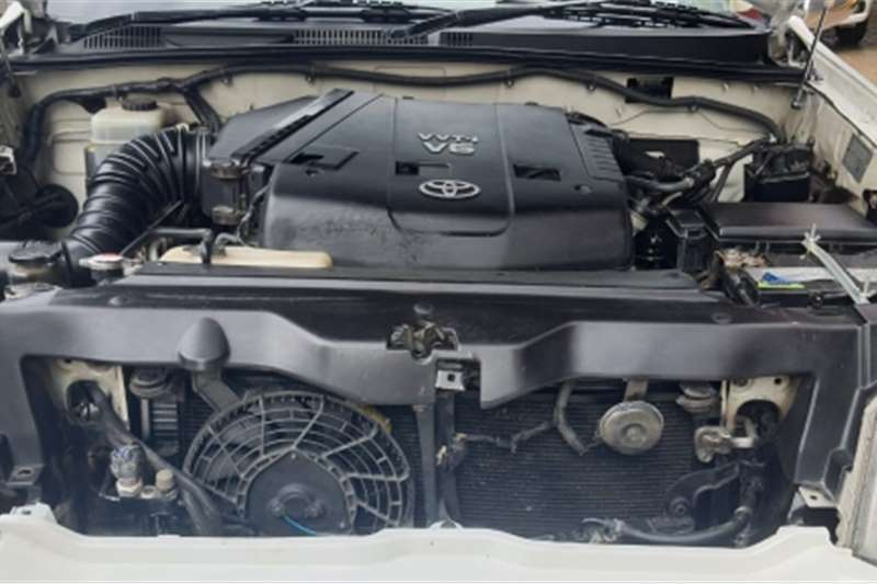 Toyota Land Cruiser Toyota Land cruiser V6 4x4 manual petrol 7 seater 2009