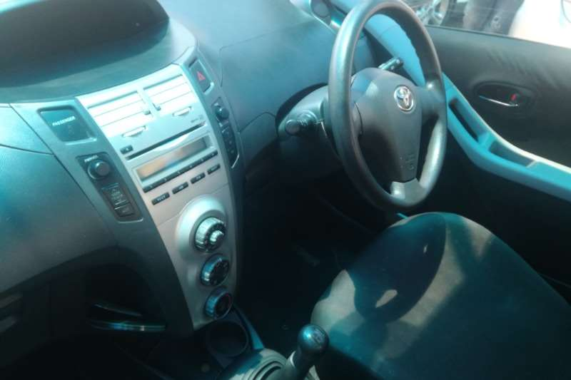 Toyota Yaris 1.0 2011