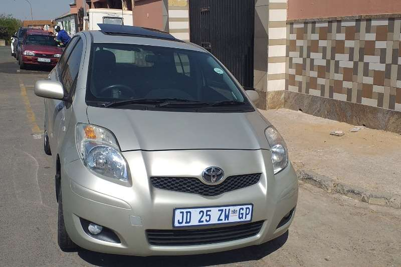 Toyota Yaris 1.3 5 door T3+ automatic 2010