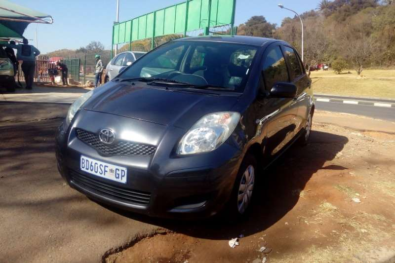 Toyota Yaris 1.3 T3 5 door 2011