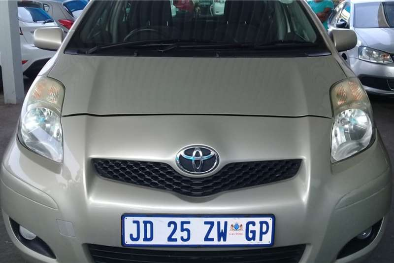 Toyota Yaris 1.3 T3+ 5 door 2011