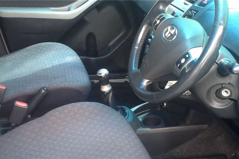 Toyota Yaris hatch YARIS 1.5 XS CVT 5Dr 0