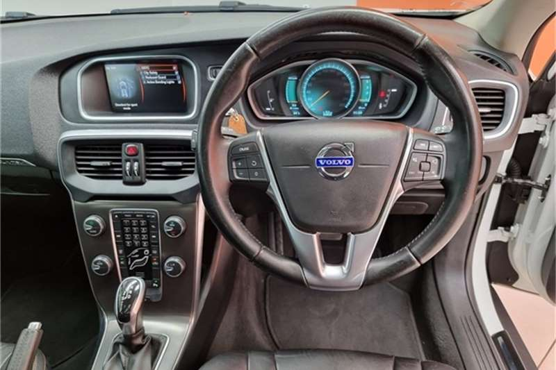 Used 2014 Volvo Cross Country V40  D3 Excel