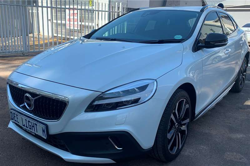 Volvo Cross Country V40  T4 Momentum auto 2019