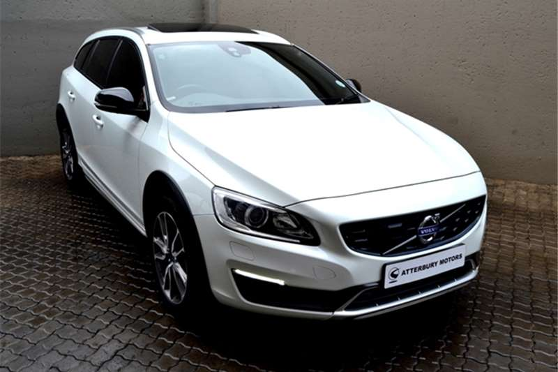 Volvo Cross Country V60  D4 AWD Momentum 2016