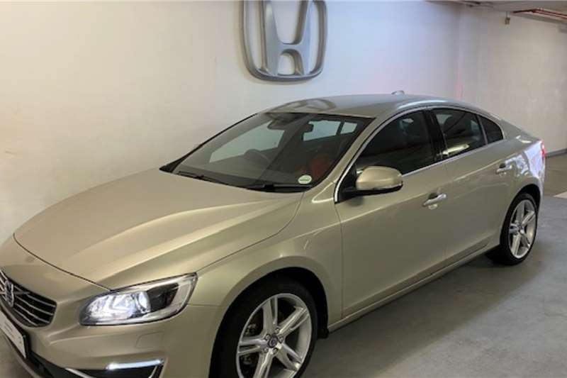 Volvo S60 T3 Momentum (Manual) 2017