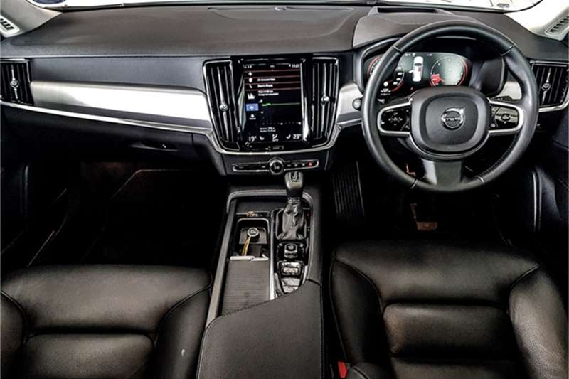 Used 2018 Volvo S90 D4 Momentum