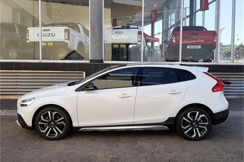 Used 2017 Volvo V40 Cross Country D3 Momentum