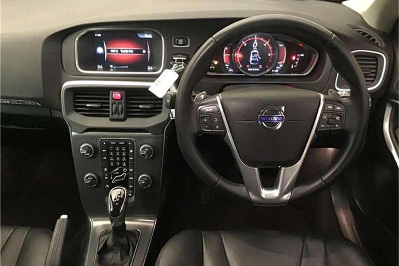 Volvo V40 Cross Country D4 Momentum 2016
