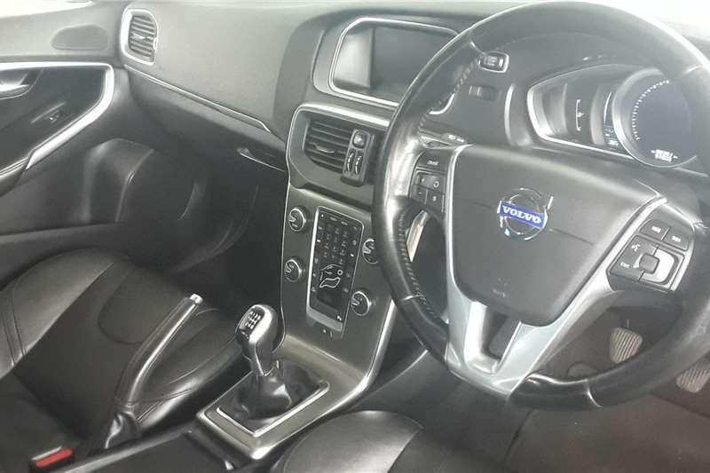 Volvo V40 D2 Essential 2015