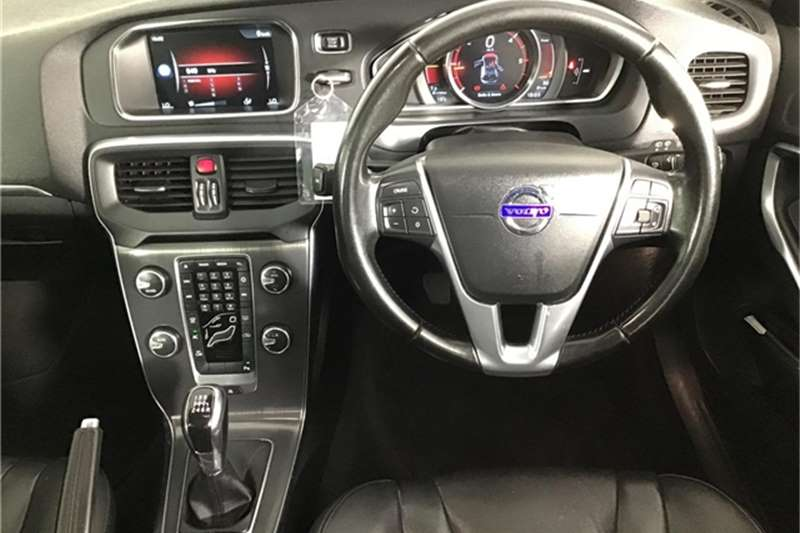 Volvo V40 D2 Momentum 2015