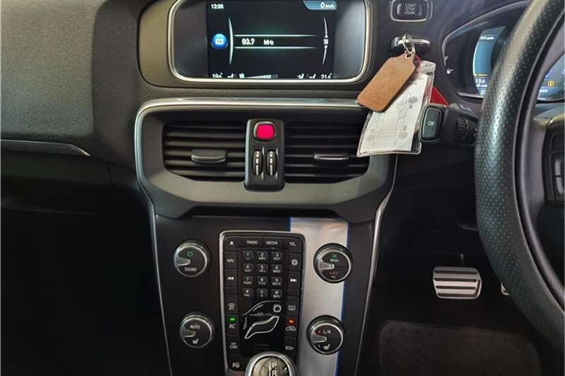 Volvo V40 D3 R Design 2015