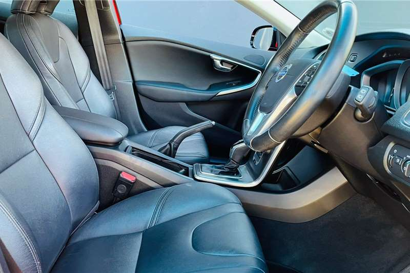 Used 2015 Volvo V40 T4 Excel auto