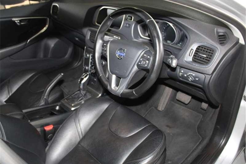 Volvo V40 T4 Momentum auto 2015