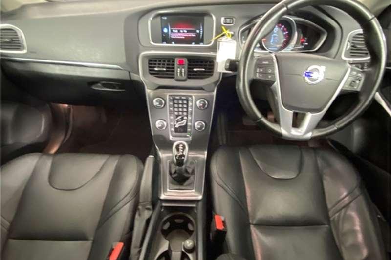 2016 Volvo V40 V40 T4 Momentum auto