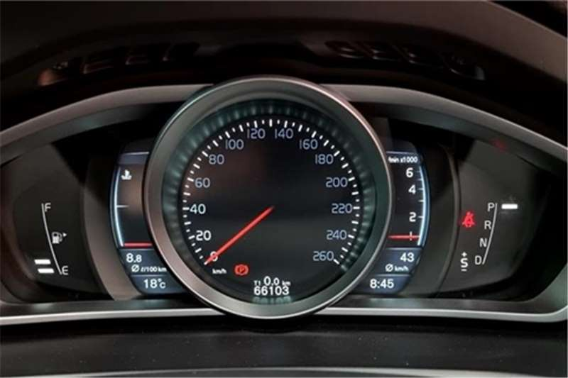 Used 2016 Volvo V40 T4 Momentum auto