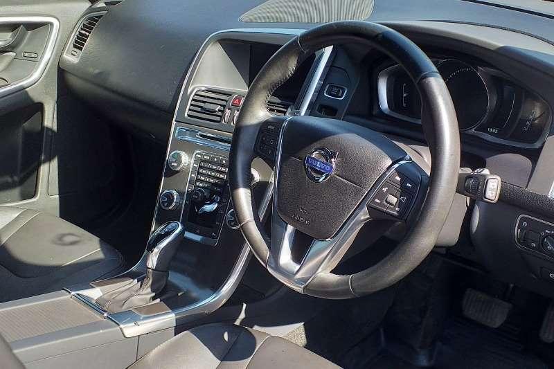 Volvo XC60 D4 Essential auto 2016