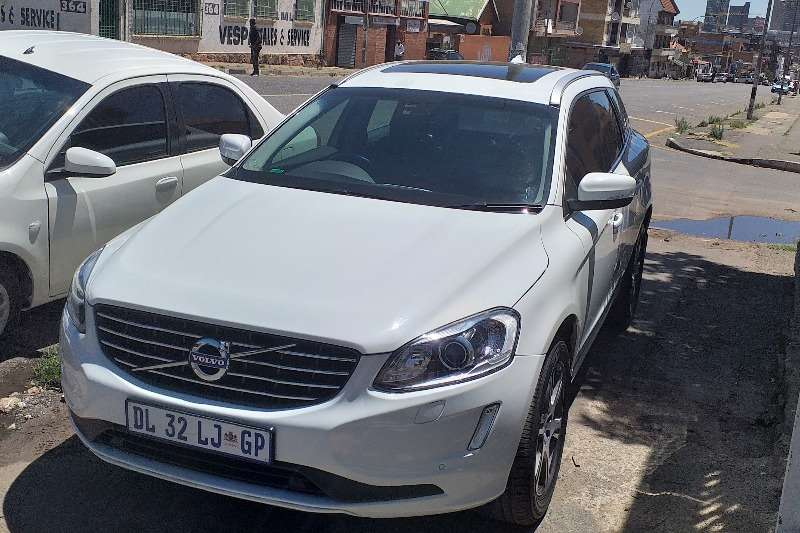Volvo XC60 D5 MOMENTUM GEARTRONIC AWD 2015