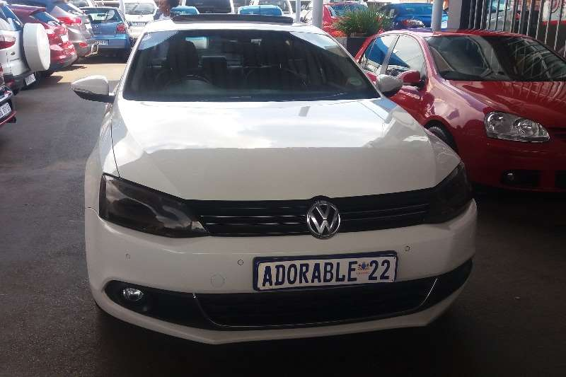 VW Jetta VI 2.0 TDi HIGHLINE AUTO 2013