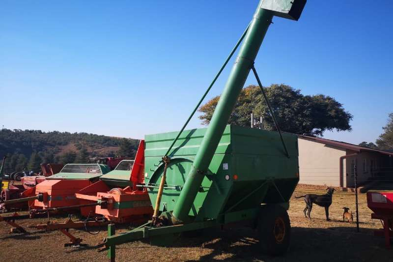 Agricultural trailers Carts and wagons 2 x de bulking trailers