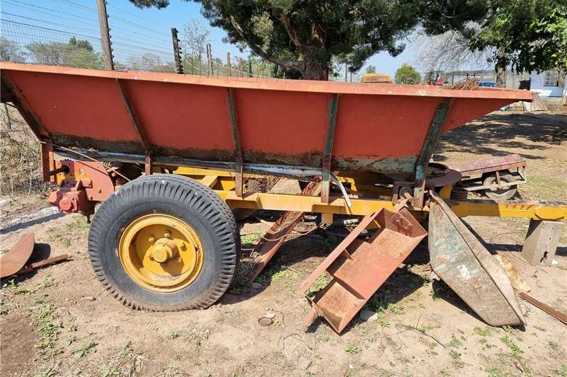 Carts and wagons Fertilizer/Muck Spreader Agricultural trailers
