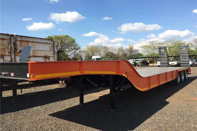 Agricultural trailers Carts and wagons Make 3 Axle Lowbed Hendred AxlesPre Owned Trailer 2018