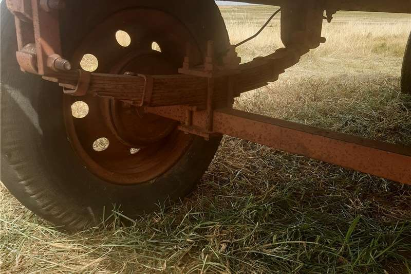 Carts and wagons Platbak Plaaswa Agricultural trailers