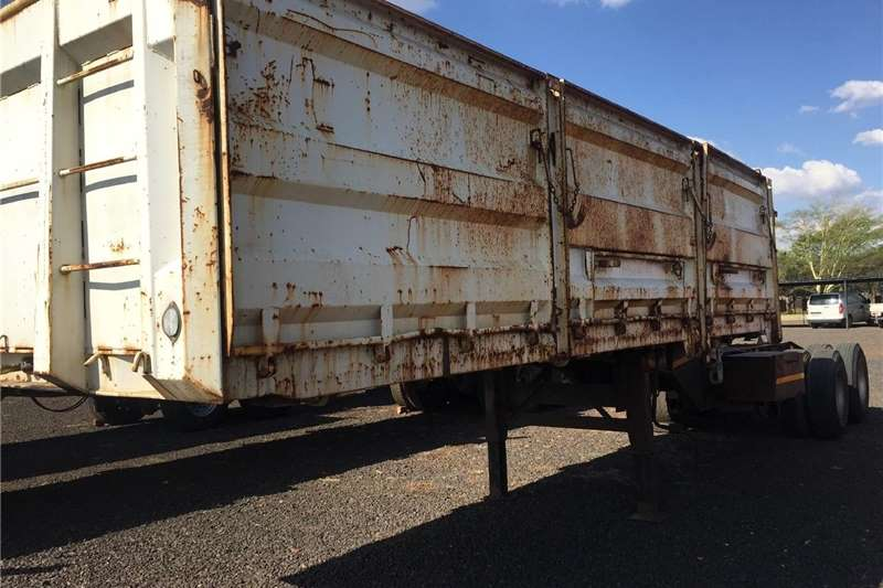 Agricultural trailers Cattle trailers Make Interlink Cattle Trailer Back with Bulk Trai