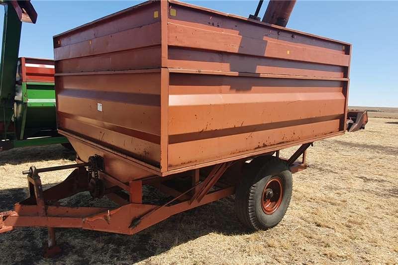 Debulking trailers Vetsak oorlaaiwa Agricultural trailers