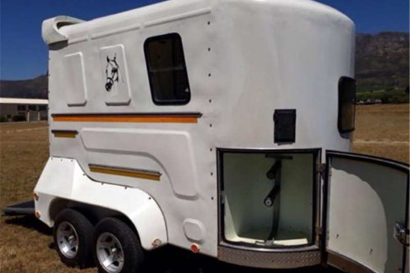 Livestock trailers Double berth horsebox/horse trailer for sale Agricultural trailers