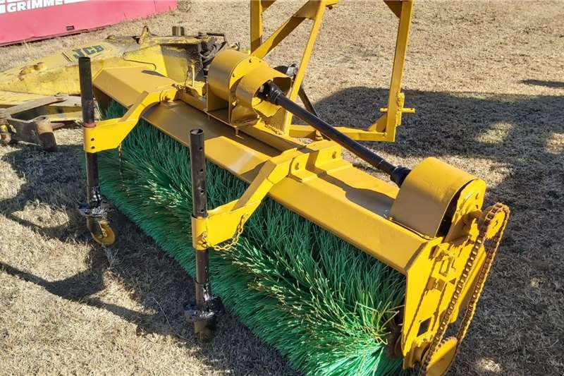 Agricultural trailers Sweeper Mechanical Road Broom Tow Behind