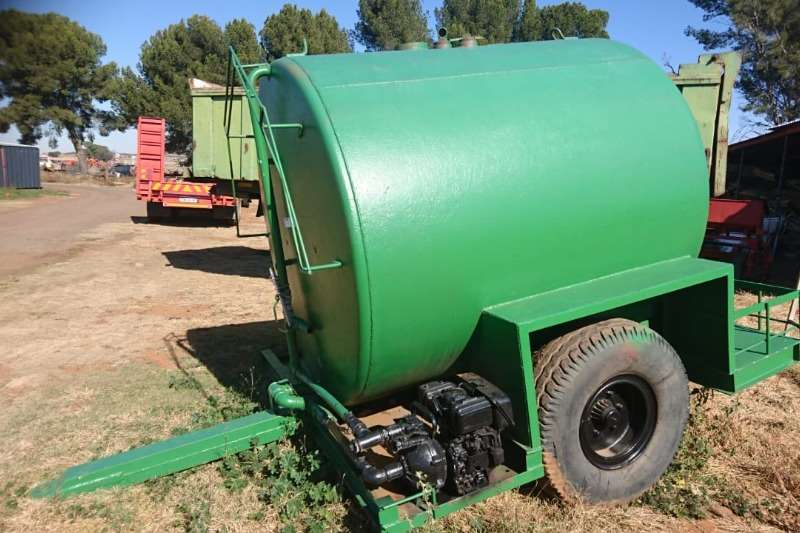 Agricultural trailers Water bowsers Water Tank met engine