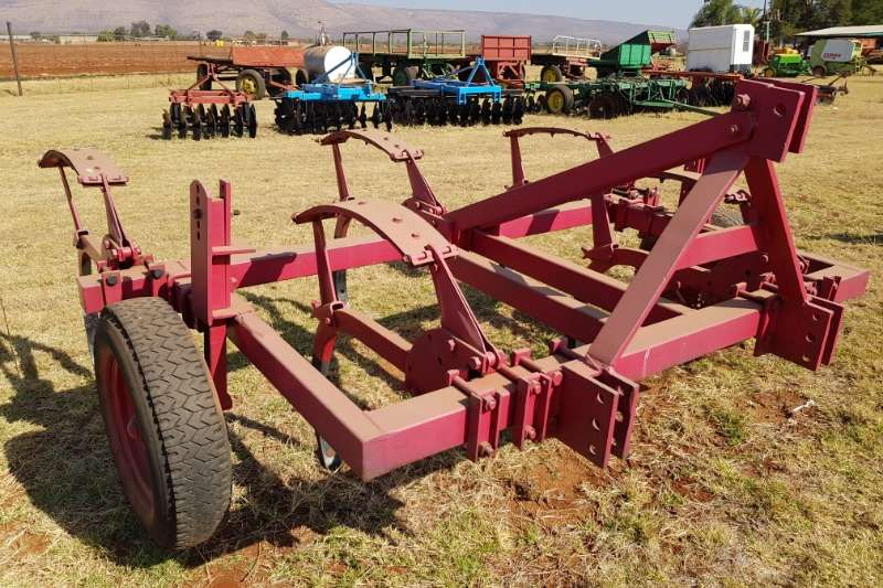 Arlington Staalwerke Tillage equipment Ploughs Rovic DLB 18 5 tooth