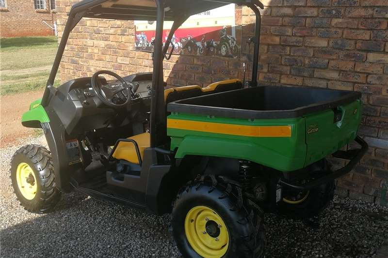 Four wheel drive John Deere Gator XUV 550cc ATVs