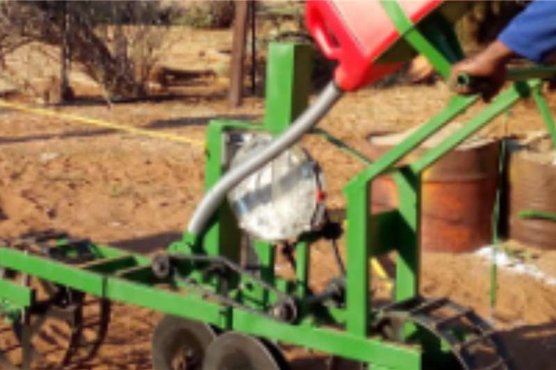 Backsaver Planting and seeding equipment Drawn planters Push and pull planter. Ideal for Maizeplanting 2020