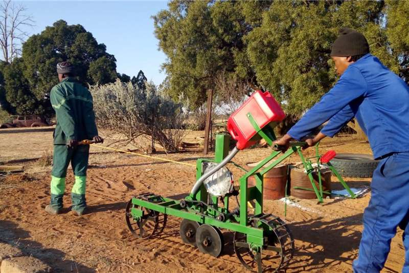 Backsaver Planting and seeding equipment Push and pull planter. Ideal for Maizeplanting 2020