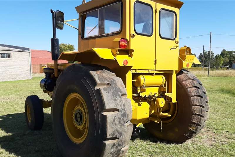 Bell 1756 TL Tow Tractor Tractors