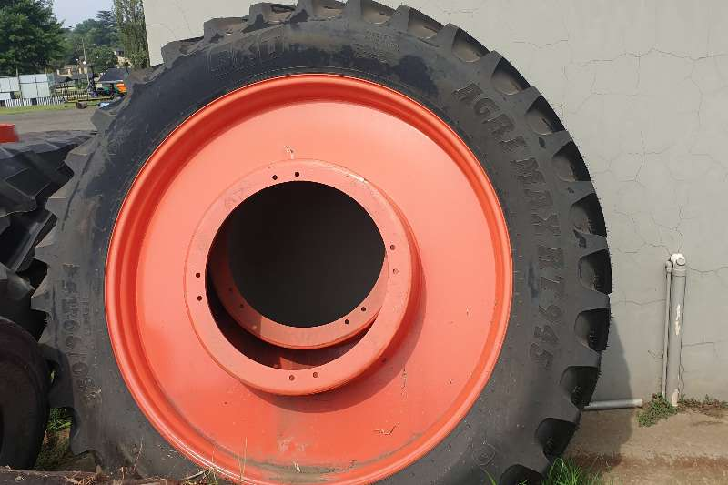 BKT Tyres 2 BKT Row Crop Tyres with Rims for Claas Tractor